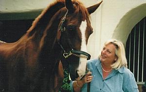 Lisa McKnett - Biography